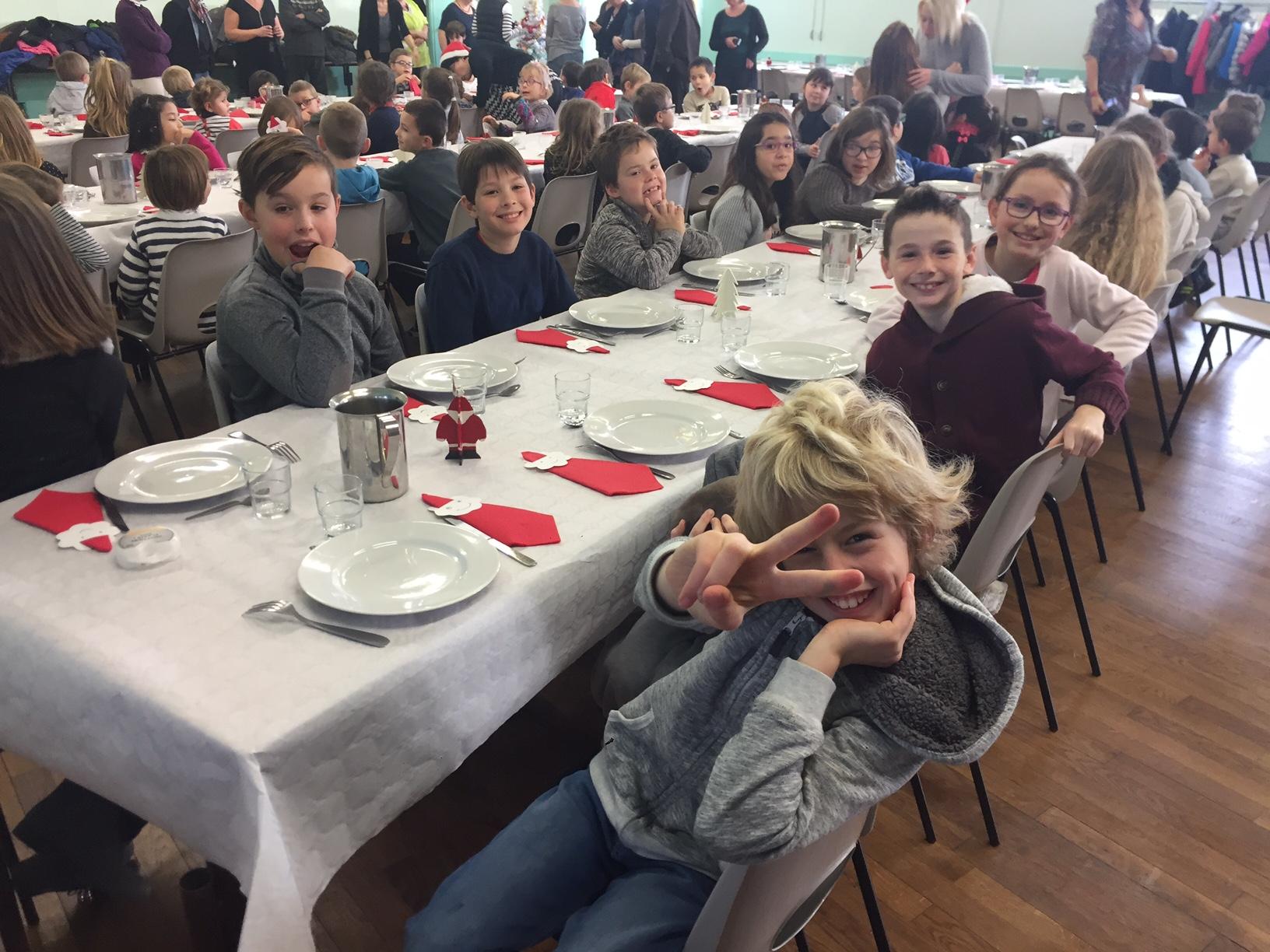 Le self service c 39 est le repas bonheur pour les enfants - Repas de noel enfant ...